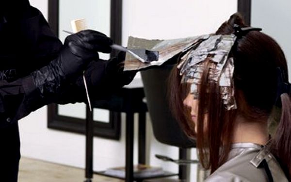 Kadeřnický salon Hair Ines v Brně. Máme tu něco pro Vás dámy - barvení, mytí, Střih, foukaná, styling a celková hloubková regenerace vlasů za 690 Kč (sleva 45%)