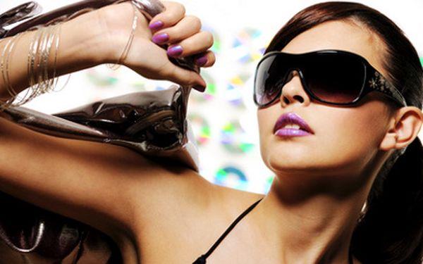 Značkové sluneční brýle za polovinu! Jen 250 Kč za poukaz v hodnotě 500 Kč na nákup slunečních brýlí v Optice v Petrohradské! Buďte In a navíc chraňte své oči před UV zářením a ostrými paprsky!