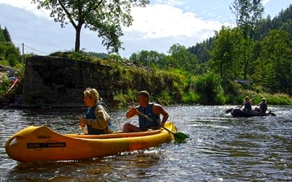 290 Kč za výlet kánoe pro dva lidi mezi Malou Skálou a Dolánky na řece Jizeře. Vyplujte za sny dětství se slevou 50%!