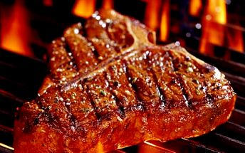 Zajděte si na výborný a ŠŤAVNATÝ KOTĚRŮV VEPŘOVÝ STEAK NA GRILLU (350 g), za neskutečnou cenu 100 Kč! V ceně je také pečivo a obloha. Dopřejte si pořádný kus masa v restauraci Kotěra v centru Hradce Králové.