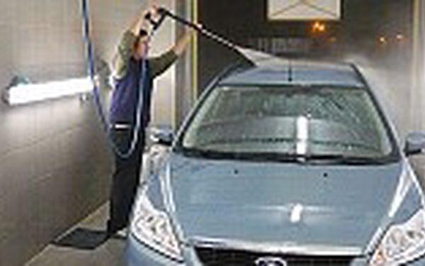 Kompletní očista vašeho vozu ! 345 Kč za ruční umytí vašeho vozu šamponem, včetně vyluxování interieru a vosku. Sleva 50 % !