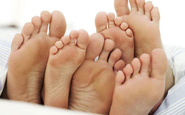 399 Kč za mokrou pedikúru, peeling, zábal nohou a gelové nehty. Sleva 69 %