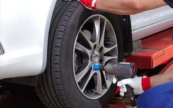 Jen 280 Kč za kompletní výměnu pneumatik na osobním voze se slevou 44 %. K tomu zdarma doplnění letní směsi do ostřikovačů.