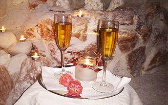 Pouhých 338 Kč za romantický večer v solné jeskyni PRO DVA při svíčkách s rautem a vínem (90 minut). Rezervujte si solnou jeskyni jen pro sebe (vstup možný i s přáteli či ve více párech). Jeskyně je provázaná romanticko-relaxační hudbou. Sleva 51%.
