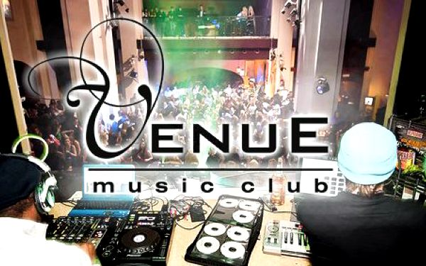 99 Kč za DVĚ Cuba Libre nebo Mojita ve Venue music clubu (dříve Kostel). Impozantní prostory plné hudby a sleva 67 %.