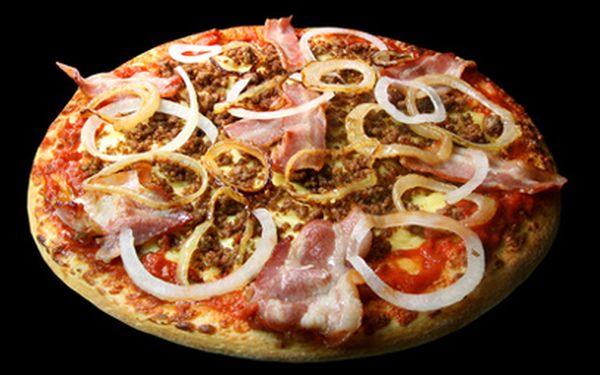 Pizza za 69 Kč místo 119 Kč! Potěšte svůj hladový žaludek dobrotou, která se k nám přikutálela ze slunné Itálie! Vyberte si z nabídky Restaurace U VLKA jakoukoli pizzu – nebudete litovat! :)