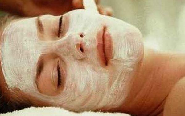 KOMPLETNÍ kosmetické ošetřeni PLETI obličeje a dekoltu: úprava + barvení řas a obočí, čištění pleti, peeling, pleťová maska, depilace horního rtu a řada dalších služeb za 350,- Kč (sleva 50 %).