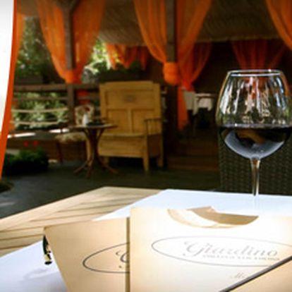2x 300g pečené jehněčí s pečenými brambory v luxusní italské restauraci se slevou 61 % za skvělých 265 Kč!! Pozvěte partnera či přátele do jedinečných prostorů restaurace Giardino, vychutnejte skvělé jídlo a ušetřete s námi 415 Kč!! Vychutnejte si vyšší t