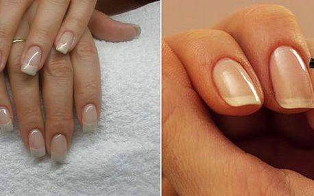 """Zkrášlete si nehty klasickou manikúrou, P-Shine a kvalitními laky. Pro celkovou péči si dopřejete i masáž a peeling rukou. Od zkušené manikérky budete mít """"ručky jako ze škatulky""""!"""