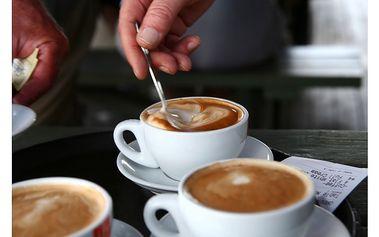 Prvotřídní cappuccino ve Schwarzenberském paláci v kavárně ... SUPERTIP