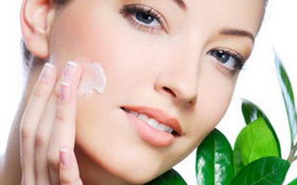 Kosmetika s minikurzem péče o pleť. Exkluzivní akce! Kosmetické ošetření pleti s poradenstvím školených odborníků, od nichž se dozvíte, jakým způsobem se co nejlépe postarat o svoji pleť. Využijte této jedinečné nabídky a staňte se i Vy odborníkem v péči