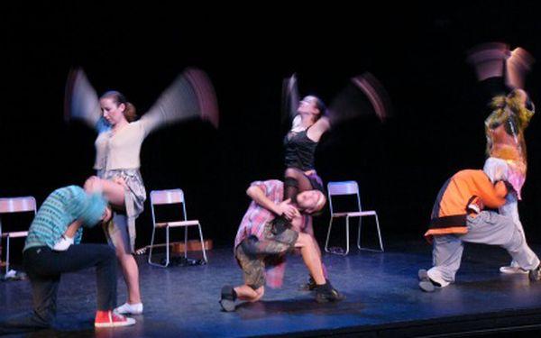 """Originální pohybové divadlo v Celetné Veselé skoky Vás zve na výborné představení """"Na hlavu"""". Užijte si hru plnou tance, gagů a skečí za cenu, co vás roztančí!"""