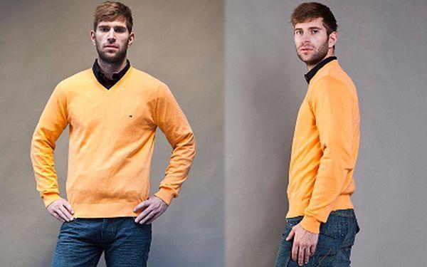 POUZE V HOTOVOSTI: Oblečení Tommy Hilfiger jen za 1199 Kč! Vyberte si z široké palety svetrů s původní cenou 2899 Kč a košil s původní cenou 2399 Kč! Rozšiřte šatník a luxusní značkové oblečení z aktuální kolekce!