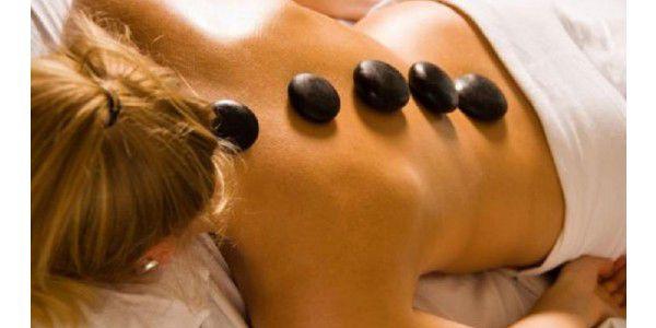 Dvě masáže jen za 499,-? Ano, 50 minutovou masáž horkými lávovými kameny + 30 minutová masáž pro uvolnění těla i mysli + poradenství o zdravotním cvičení a odstranění bolesti zad! Platnost do 31. prosince 2011