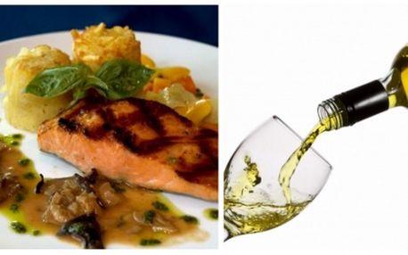 Získejte s 63% slevou menu pro dvě osoby: 2x filet z norského lososa na barevném pepři s opečenými brambůrkami a bylinkovým dresinkem, k tomu 2xšopský salát a dvě sklenky skvělého jihoafrického vína phant! Vše ve vyhlášené restauraci u matěje kotrby!