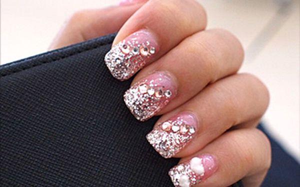 Zvýrazněte svoji osobnost krásnými gelovými nehty za pouhých 249 Kč. Profesionální péče, velký výběr motivů a sleva 50 %.