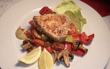 Získejte steak z tuňáka 150g na grilované zelenině s bylinkovým máslem a s bagetou za pouhých 140 kč! Pochutnejte si na lahodné mořské rybě ve stylové restauraci poseidon a to s 50% slevou!