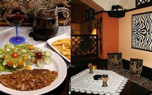 Restaurace VIP osobností s nabídkou pro dvě osoby! Předkrm - Zelené papričky Jalapeňos plněné čedarem, hlavní jídlo: antilopí steak flambovaný tequillou, příloha, 0,6l vína dle vlastního výběru, káva a pražené mandličky!
