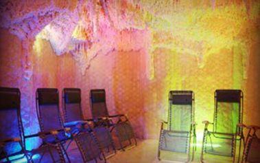 Skvělých 179 Kč za 3 vstupy do solné jeskyně! Nechte se obklopit solí z Mrtvého moře v magickém prostředí se stálou teplotou 23°C a konstatní vlhkostí cca 30%. Za doprovodu relaxační hudby, v šeru, tichu a klidu načerpejte zdraví, sílu a energii.