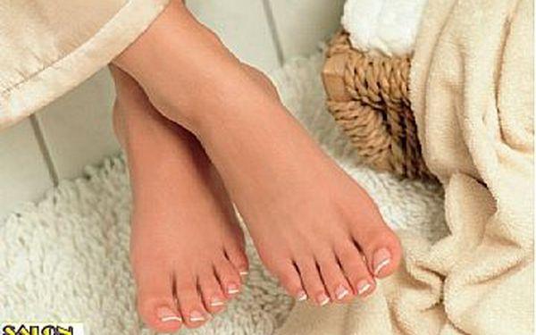 Pouze 175,- Kč za MODELÁŽ NEHTŮ na NOHOU gelem s UV lampou. Připravte své nohy na letní střevíčky.