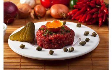 Poznejte hrad LOKET ... na dvě noci se snídaní pro dva kousek od něj a navíc tatarský biftek na 200g s neomezeným množstvím topinek a džbán s litrem červeného vína v ceně.