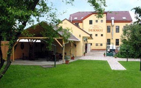 Třídenní pobyt splnoupenzí pro2 osoby vHoteluDERMOT snávštěvou nedalekého wellness AgrocentrumOHRADA jenza2369Kč.