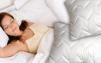 996 Kč za kvalitní antibakteriální peřinu a přikrývku z dutého vlákna. Sladké sny a nerušený spánek se 60 % slevou.