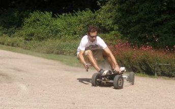 Žhavá novinka: Ďábelská jízda na skateboardu s motorem za pouhých 48 Kč!