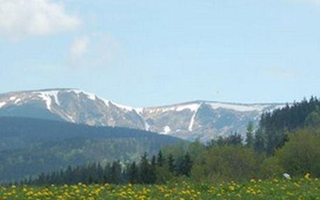 Nabízíme velikonoční pobyt na chatě Hubertka v Krkonoších, která se nachází na krásném místě uprostřed kopce.