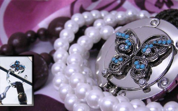 Originální dárek, luxusní dámský doplněk a praktický pomocník: háček na kabelku s motýlkem, za pouhých 105 Kč! Buďte vždy stylová, nyní navíc se slevou 57%!