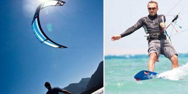 Jen 750 Kč za jednodenní kurz kiteboardingu pro začátečníky! Poznejte nové hranice zábavy a adrenalinu!