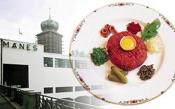 Tatarský biftek 200 g a 12 topinek k tomu za poloviční cenu v restauraci Mánes!
