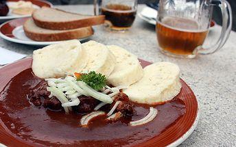 Za pouhých 57 Kč si přijďte si pochutnat na výborném Plzeňském guláši s grilovaným párkem a sázeným vejcem a příloze houskovém a bramborovém knedlíku nebo rýži. K tomu všemu ještě 0,5l Budvaru 12°