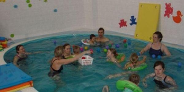 Plavání rodičů s dětmi v bazénu se slanou vodou! Vhodné pro alergiky, astmatiky i děti s atopickým ekzémem! Využijte báječné slevy 50%!