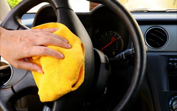 Jarní úklid Vašeho auta s 30% slevou. Pouze za 759 Kč Vám vyčistíme interiér Vašeho auta mokrou cestou.