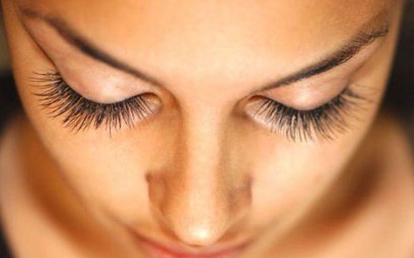 Trvalá na řasy s barvením za pouhých 110 Kč místo 350 Kč! Zkušená kosmetička Vám rozjasní, vytvaruje a nabarví řasy a změní tak úplně dojem, kterým působíte. Mějte božsky svůdný pohled, milé dámy!