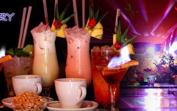 220 Kč za 4x míchaný drink dle výběru, 2x espresso Piacetto, 2x Siboney 34 pro DVĚ osoby. Užijte si mysteriózní noc v baru Mystery s 57% slevou.