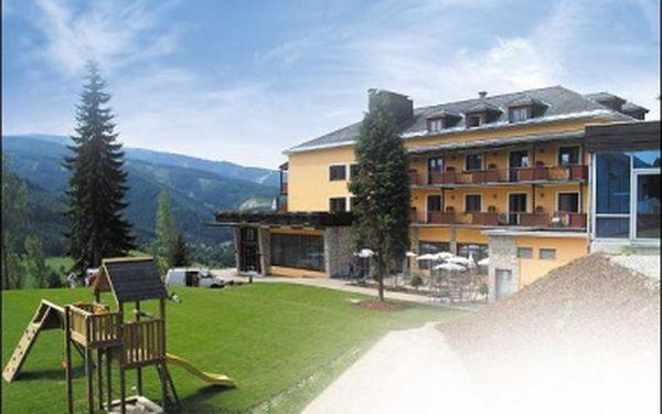 Pětidenní pobyt s polopenzí, saunou, volným vstupem do bazénu za 2 995,- Kč. Poznejte krásy Rakouských Alp a užijte si letní relax v luxusním hotelu ALPENHOF, kde se domluvíte česky.