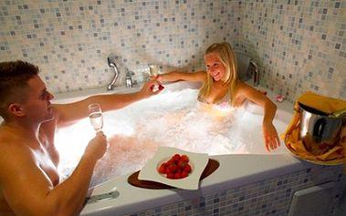 Prožijte romantickou noc pro zamilované! Úžasná cena 1194,- obsahuje: pobyt na 1 noc pro DVĚ OSOBY, Welcome drink, láhev sektu, sladké překvapení a ovoce k sektu, 2 hodiny relaxace v sauně, bohatá snídaně servírovaná do Vašeho pokoje!
