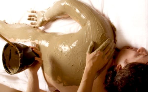 520 Kč za 90minutový balíček zábalu a masáže celého těla. Vyberte si zábal podle vašeho přání - buďto proti celulitidě nebo detoxikační. Zábaly jsou navíc spojeny s několika druhy masáží, takže výsledný efekt je nejen zkrášlující, ale také uvolňující a ce