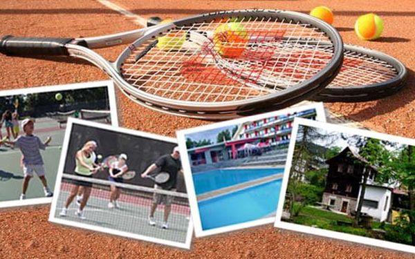 Víkendový tenisový pobyt s profesionální trenérkou, plnou penzí a wellness jen za 2100 Kč. Užijte si opravdu nabitý víkend plný sportu a skvělé zábavy na čerstvém vzduchu!