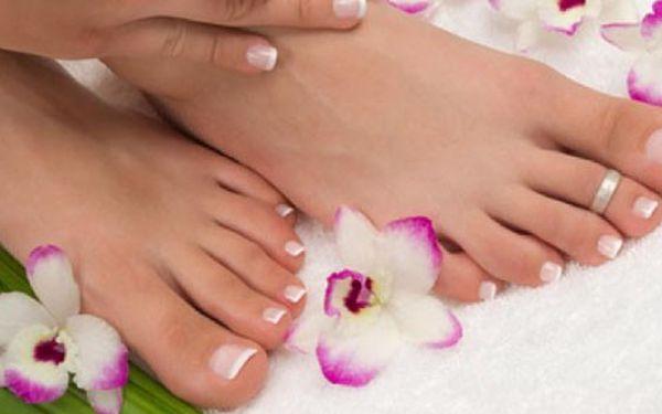 KOMPLETNÍ péče o vaše nohy! Mokrá pedikúra s relaxační masáží pro Vás pouze za 190Kč v luxusním salonu krásy Beauty Lines. Kupte kupon za pouhých 19,- Kč a získáte slevu 52% za spoustu blahodárných procedur.