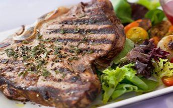 199,- za 2 šťavnaté kusy 220g kuřecích či vepřových steaků s pořádnou porcí opékaných brambor a zeleninovým salátem. Přijďte se pořádně nadlábnout do stylového sklípku U dvou koček!