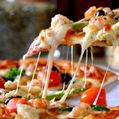 Zajděte si na Pizzu Jumbo Hrnečku vař o velikosti 50 cm za skvělých 154 Kč! Tomatová omáčka, niva, uzený sýr, hermelín, šunka, anglická slanina, vysočina, klobása, herkules, eidam, oregano! To vše obsahuje skvělá Pizza Jumbo a to s 50% slevou!!