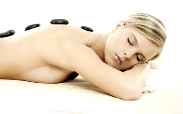 50% sleva na anticelulitidovou masáž a zábal, nebo masáž lávovými kameny. Celkem 60 minut péče v novém masážním Studiu Shanti v centru Vsetína. Anticelulitidová masáž se zábalem je jednou z nejúčinnějších známých metod na celulitidu. Masáž lávovými kameny