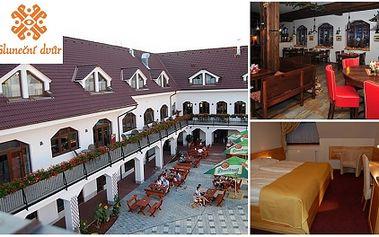 Prožijte tu pravou romantiku! Luxusní ubytování pro 2 OSOBY v hotelu Slunečný dvůr **** na 3 DNY a dvě noci! Cena dále obsahuje večeři pro DVA dle vlatsního výběru a džbán vína za skvělou cenu 2.865 Kč!