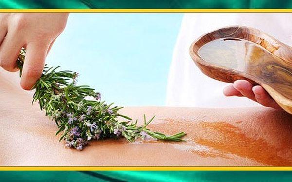 Hodinová masáž dle vlastního výběru: Masáž na bolestivá místa zad, Bylinná masáž či reiki masáž