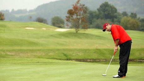 549 Kč místo 1400 Kč za golfovou hodinu pro DVA v nejlepším tréninkovém areálu v Praze - Hodkovičkách nebo v Berouně s profesionálním trenérem Davidem Tešným. Naučte se hrát golf s 61% slevou!