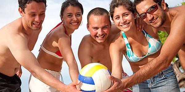 Jen 99 Kč za hodinu plážového volejbalu kousek od centra Brna. Pět Vykupónů na hlavu, míč k zapůjčení zdarma!