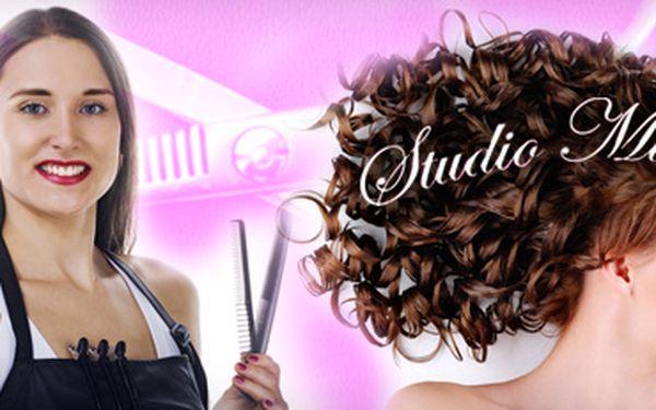61% sleva na střih vlasů, mytí, kondicionér, masáž hlavy a finální úpravu!! Středně dlouhé vlasy po ramena za 119 Kč!! Dlouhé vlasy za 177 Kč!! Použití vlasové kosmetiky Matrix!! Využívejte služeb profesionálů a šetřete s portálem Berslevu.cz!!